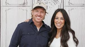 chip joanna gaines chip and joanna gaines emotional fixer upper farewell cnn