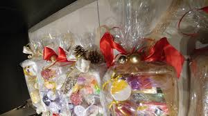 where to buy plastic wrap for gift baskets gift baskets chic soaps