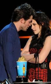 MTV Movie Awards 2011 - Página 2 Images?q=tbn:ANd9GcT9DMEesoKxVazLNItlcBQ7lAlZhYwSkyTarR2E7gsjL3v73VQy6Q&t=1