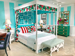 peak chic return canopy bed