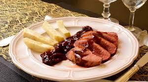 cuisiner les magrets de canard magrets de canard aux cerises au miel et aux épices recette par