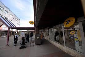bureau de poste gare de l est le bureau de la poste de la madeleine à chartres ne fermera