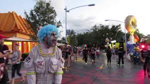 jack clown halloween horror nights chainsaw clowns and prisoners at halloween horror nights 25 youtube