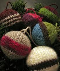 what a cute little ornament and a great way to use up odds and