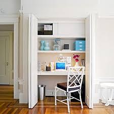 bureau dans un placard une idée gain de place transformer un placard en bureau bureau