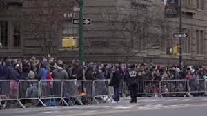 crowds of macys thanksgiving day parade fans along route in nyc 4k