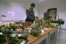 vasi etruschi tesori etruschi in vendita ai russi la finanza sequestra reperti