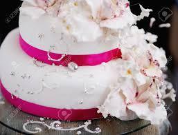 pastel de bodas decorada con flores de color crema fotos retratos