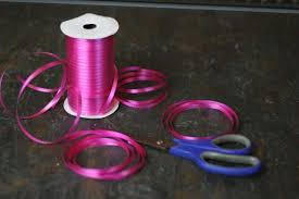 plastic ribbon how to make a bow out of curling ribbon diy projects