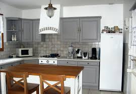 cuisine tomettes peinture pour meuble de cuisine en chene frais tomettes et plancher