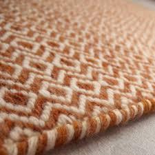 tapis couloir sur mesure tapis sur mesure marron orangé en laine teintée mic mac par angelo