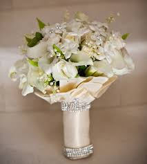 How To Make A Bridal Bouquet Wedding Flowers Wedding Bouquets Bridal Bouquets Inside Weddings