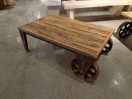 Table Basse Verre Roulette Industrielle by Table Basse De Salon A Roulettes U2013 Phaichi Com