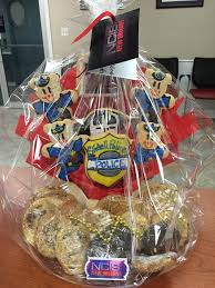 new orleans gift baskets cast of ncis new orleans sends gift baskets to area