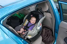 siege bebe devant voiture bébé n aime pas le siège auto comment faire pour que le trajet ne