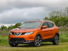 nissan rogue 2017 nissan rogue sport first review kelley blue book