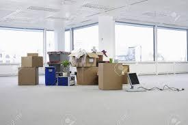 bureau vide matériel de déménagement au bureau vide banque d images et photos