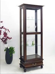 vitrine esszimmer design vitrine aus glas und teakholz für wohnzimmer und esszimmer