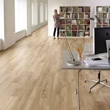Blonde Oak Laminate Flooring Karndean Van Gogh French Oak Vgw85t Vinyl Flooring Has A Subtly