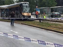 bureau de poste evere un tram renverse un poteau à evere