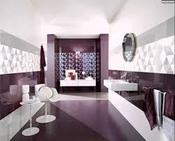 fliesen gestaltung badezimmer lila badezimmer fliesen wand gestaltung ideen