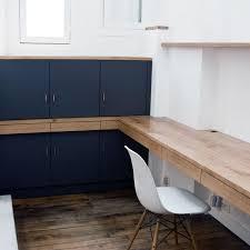 bureau mat aménagement d un bureau sur mesure avec rangements plateaux et