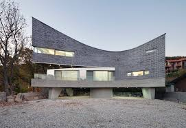 the curving house joho architecture archdaily