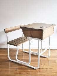 bureau en bois enfant bureau enfant bois pupitre écolier ées 60 mobilier vintage