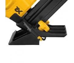 Engineered Flooring Stapler Dewalt Dcn682m1 20v 18 Cordless Flooring Stapler Kit Nail