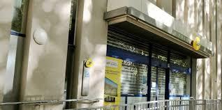 bureau de poste gambetta nîmes les bureaux de la poste à l heure du grand chamboule tout