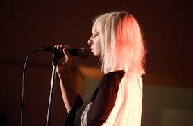 Chandelier Singer Sia Slays Chandelier Elastic On Snl Directlyrics