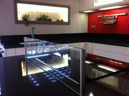 accessoire plan de travail cuisine cuisine plan de travail en îlot de cuisine moderne foncé en quartz