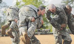 first female soldiers graduate elite army ranger school two us soldiers become symbols of new generation of female fighters