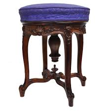 Vanity Chair Stool 9 Homes Decorated Around The European Old World French Styles
