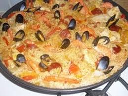 cuisiner une paella la paëlla facile au poulet chorizo moule crevette facile à