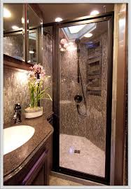 ideas for small guest bathrooms best 25 small guest bathrooms ideas on small bathroom