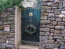 25 beautiful wreaths and garlands winter door