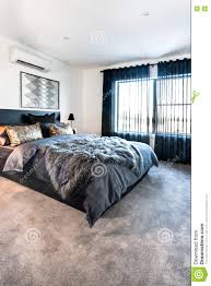 chambre de luxe avec chambre à coucher de luxe avec une vue de moquette au temps de