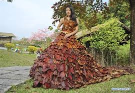 dress made of 5 888 leaves seen in s china u0027s guangdong xinhua
