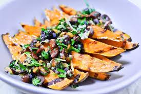 cuisiner les patates douces patates douces grillées olives noires et amandes recette