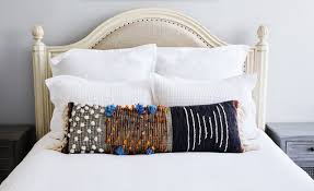 6 Ways to Arrange Your Bed Pillows