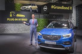 new grandland x to become opel u0027s first plug in hybrid model