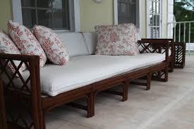 canapé en bois idées déco 10 canapés pour créer l ambiance de votre salon