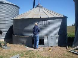 How To Build A Shed Against House by Best 20 Bin Shed Ideas On Pinterest Farmhouse Recycling Bins