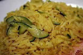 cuisiner courgettes poele recette de riz pilaf au curry et aux courgettes