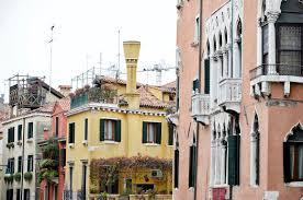 camini veneziani dettaglio dei camini veneziani tipici di venezia immagine stock