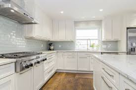 Kitchen Backsplash With White Cabinets by Amazing White Cabinets With Backsplash White Kitchen Cabinets With