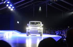 jeep boss mike manley confirms jeep boss confirms new wrangler plug in hybrid in la