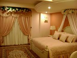 wedding bedroom decoration with flowers and candles ideas 2017