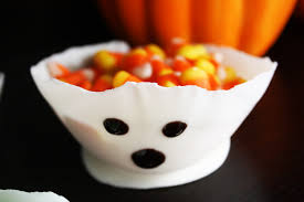 halloween candy bowls candy on candy you gotta see this catch my party